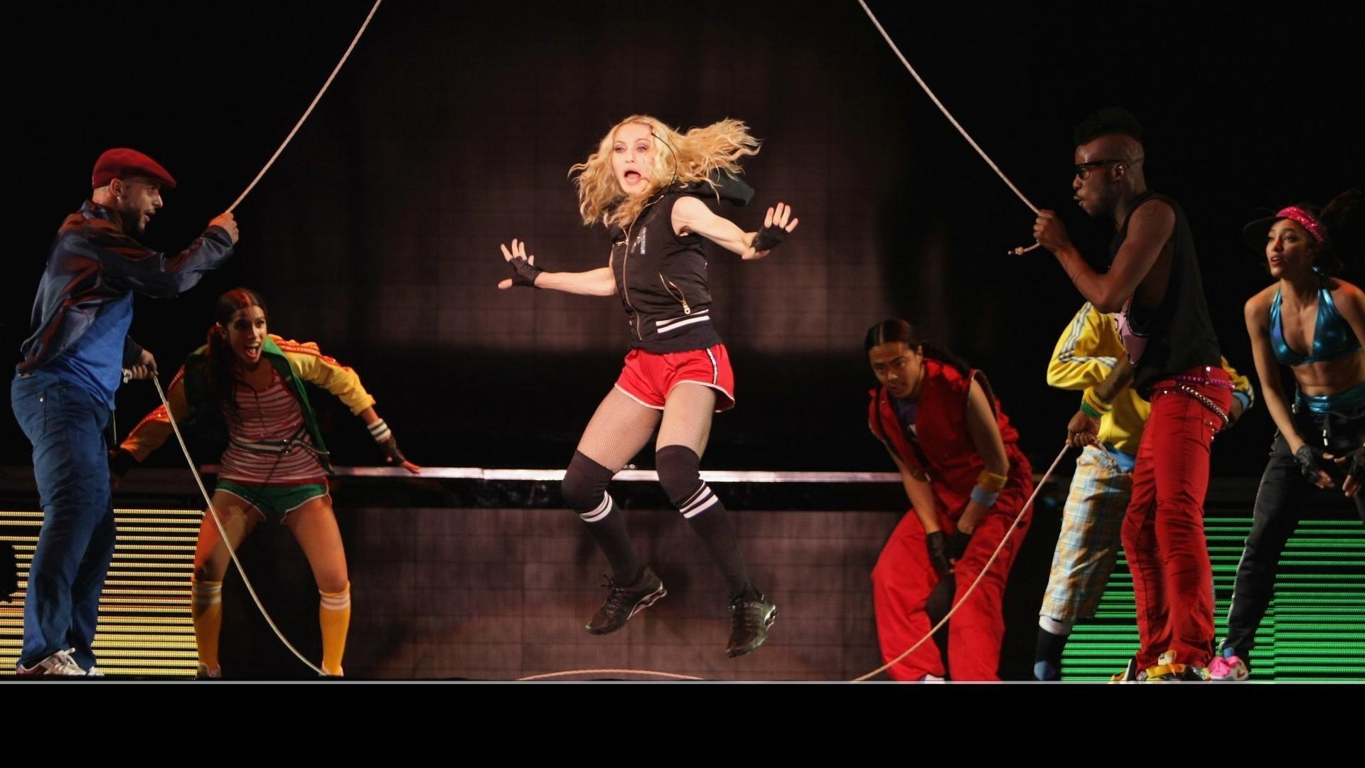 Madonna: Sticky & Sweet Tour смотреть фото