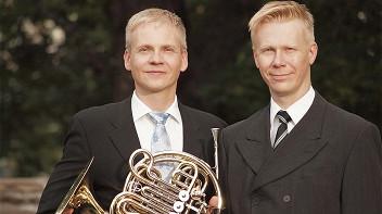 Петри Комулайнен (валторна) и Ян Лехтола (орган)