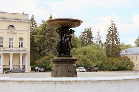 Фонтан, который раньше находился на Лубянке, а теперь стоит в Нескучном саду