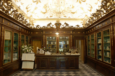 Интерьер аптеки во Флоренции