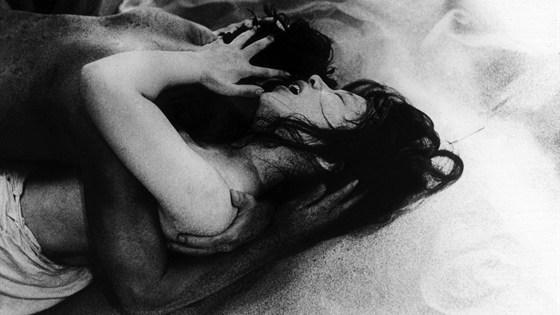 Женщина в песках (Suna no onna)