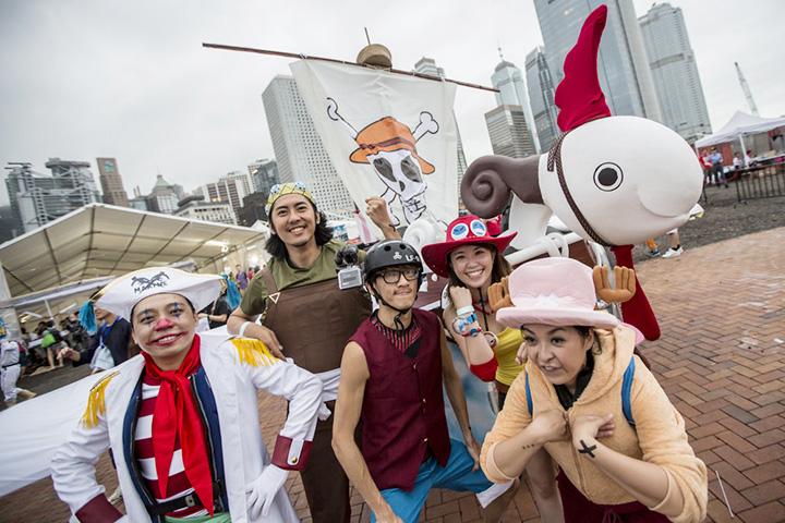 В Гонконге в прошлом году команда с непроизносимым названием перевоплотилась в комиксных пиратов. Пираты, кстати, тоже нередки
