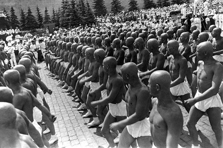 Александр Родченко. Спортсмены на Красной площади. 1935