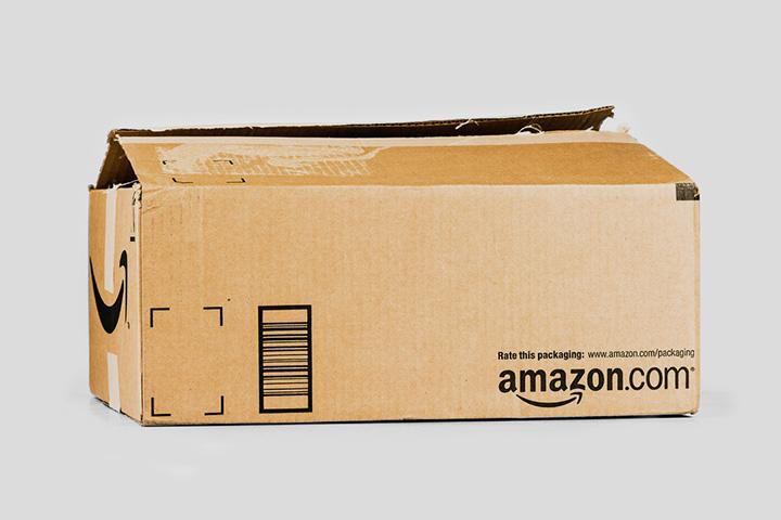 Ближе к Рождеству таких коробок рассылается по миру все больше и больше