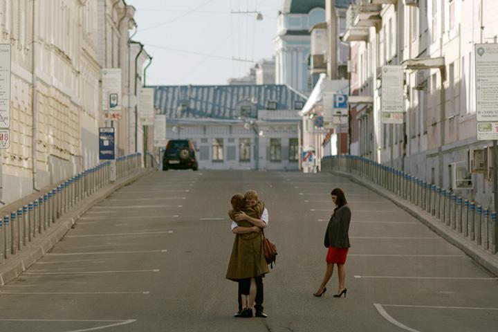 Саундтрек к фильму Антона Коломейца «Тоня плачет на мосту влюбленных» написала группа «Синекдоха Монток» — музыка их такая же тихая и пронзительная, как сама короткометражка