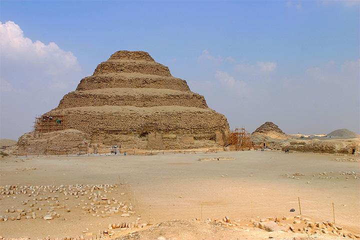 Пирамида царя Нечерихета Джосера в Саккаре