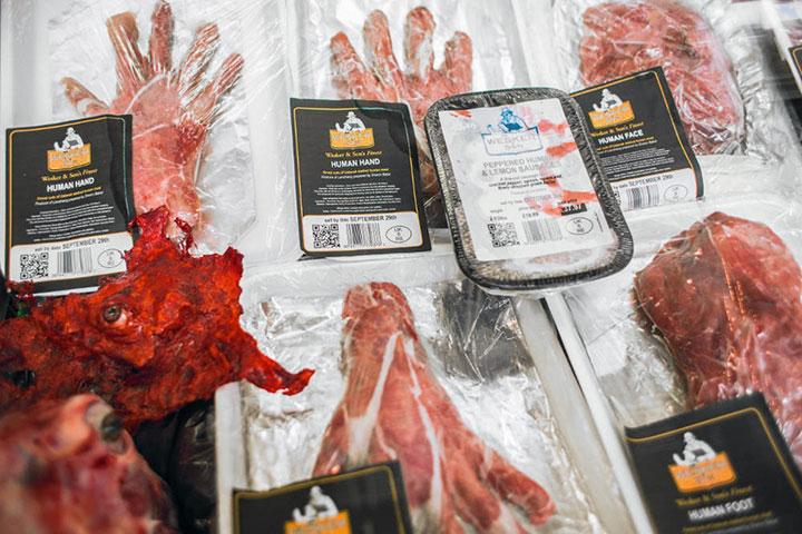 Как рекламировать хорроры: Видеоигра Resident Evil 6.  Перед выходом игры в Лондоне открылся магазин «человеческого» мяса. На витринах в вакуумной упаковке продавались ступни, кисти и другие части тела. Под человечину были замаскированы обычные говядина и свинина
