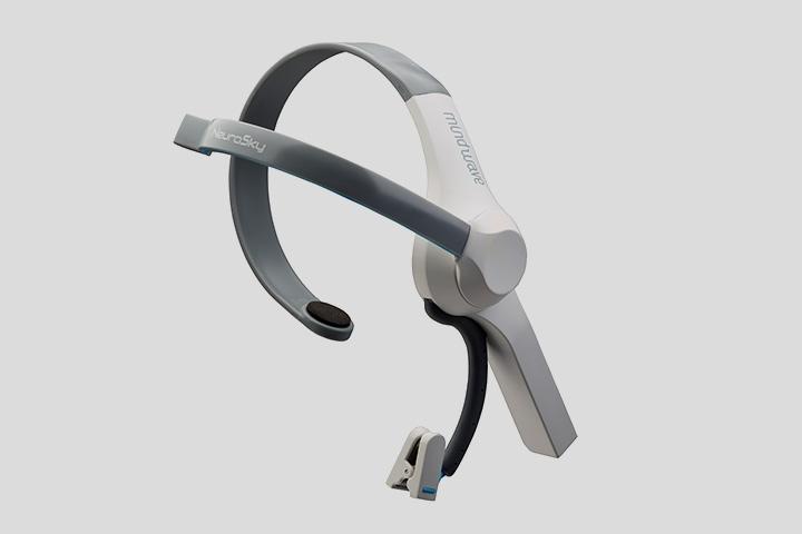 Основа работы Mutual Wave Machine — гарнитура с сенсором, который считывает мозговую активность