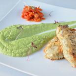 Ресторан Голубка - фотография 2 - Котлеты из судака в миндале с пюре из брокколи и овощной сальсой