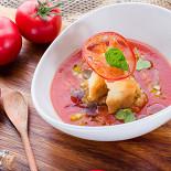 Ресторан Сыр - фотография 2 - Гаспачо с панцанеллой и тартаром из овощей