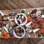 Ресторан Свадьба соек - фотография 2 - Ассорти холодных закусок.
