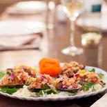 Ресторан Lima - фотография 6 - Чороз а-ла чалака - мидии в ракушках с овощами с соусом из лайма.