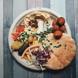 Ресторан Easy Hummus - фотография 2