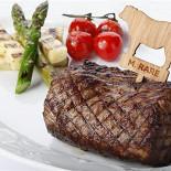 """Ресторан Эль гаучо - фотография 2 - СТЕЙК «ШАТОБРИАН"""" Стейк из говядины, подается с перечным соусом, спаржей и помидорами «Черри»."""