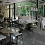 Ресторан Веранда в парке - фотография 5 - часто летом открываем все окна, и вы кушаете на природе. Есть и второй этаж полностью открытый