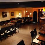Ресторан Венге - фотография 1 - Общий вид первого зала.