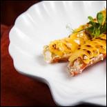 Ресторан Wicked - фотография 5 - Запеченые фаланги краба под острым соусом.