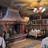 Ресторан Сударь - фотография 6 - Настоящий камин. Зал Библиотека