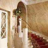 Ресторан Особняк Нейдгарта - фотография 3 - Парадная лестница