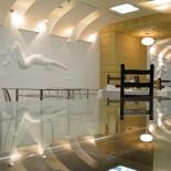 Ресторан Тело - фотография 1 - Интерьер в зале. С эротичными барельефами