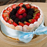 Ресторан Кондитерская «Пушкин» - фотография 2 - Шарлотъ французской съ ванильюи клубникою на 8 персонъ.