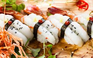 Гребешок, морской еж и фугу: 13 ресторанов с идеальными суши и роллами