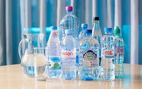 Есть ли разница между Evian и «Шишкиным лесом»: слепая дегустация воды