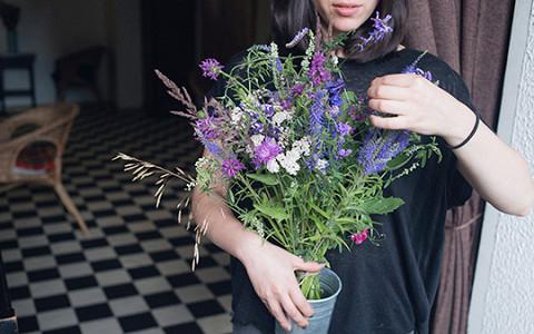 «Велоцветочница» и недорогие букеты из садовых и полевых цветов