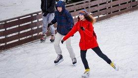 Планы на выходные: каток в парке Горького, танцы в ЦДХ и «Рождественская песнь» на сцене