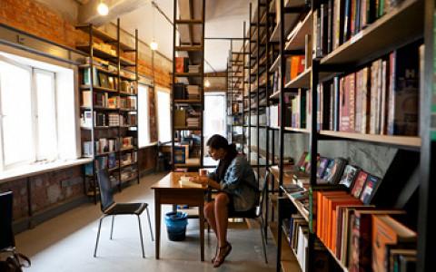 Книжный Kaspar Hauser, магазин «Хортус» в «Аптекарском огороде», вареничная «Победа» на Авиамоторной и другие магазины и рестораны