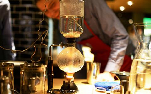 Место, где можно выпить кофе, приготовленный необычным способом