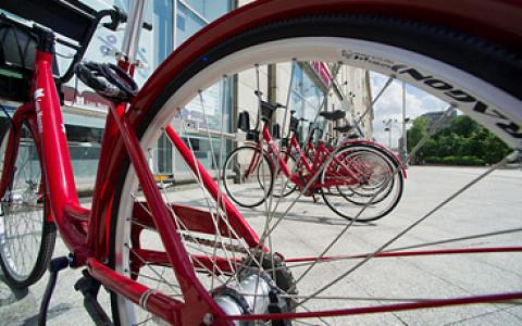 Велопрокаты начали работать, трамваев в городе станет больше и другие городские новости