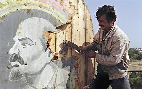 «Она развалилась»: паблик, который рассказывает историю распада СССР