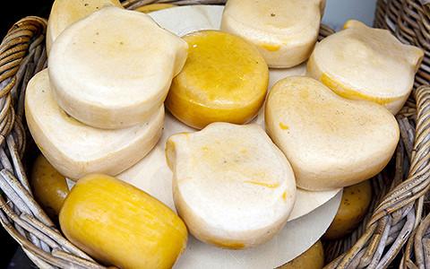 Голландский сыр, сало, шпроты и другие продукты, которые запрещали в России