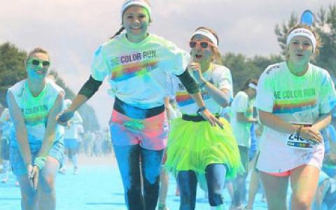 Красочный забег, карнавал в парке Горького, спецпоказ «Во все тяжкие» и другие события