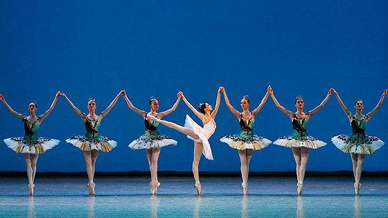 Вечер одноактных балетов («Шотландская симфония», «В ночи», «Тема с вариациями»)