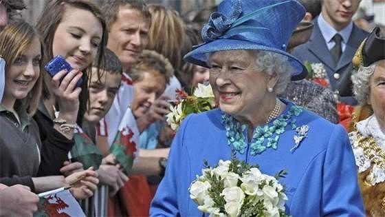 Королева (The Diamond Queen)