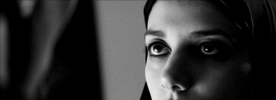 Кино: «Девушка ночью гуляет одна»