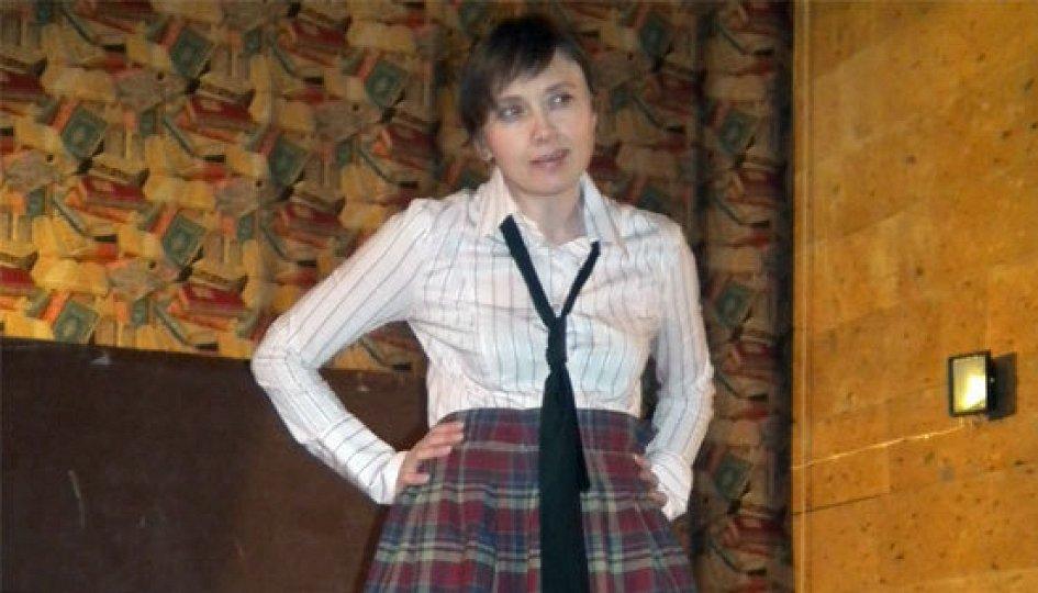 Театр: Почему Джон Леннон носит юбку
