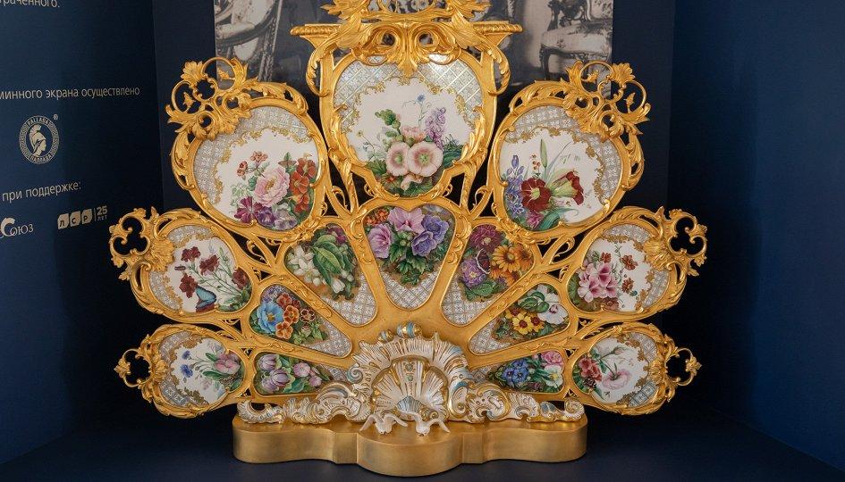 Выставки: У камелька императрицы. Каминный экран Большого петергофского дворца
