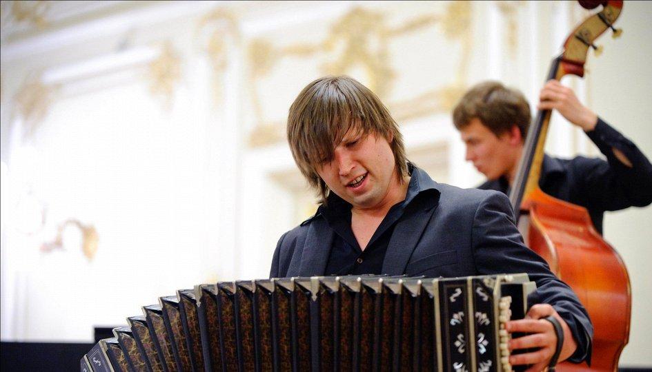 Концерты: Филармонический камерный оркестр и Александр Митенев