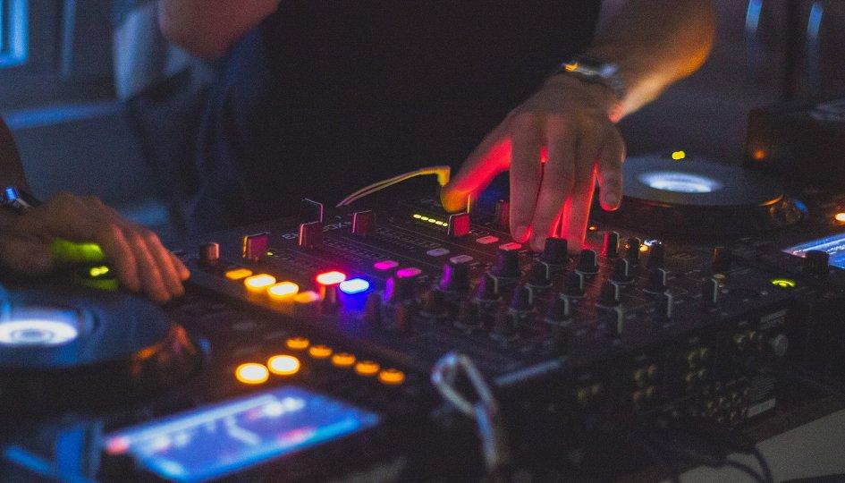 Концерты: «Rich & Bitch»: DJs Kika, Lee:Loo, Nasty Stonem
