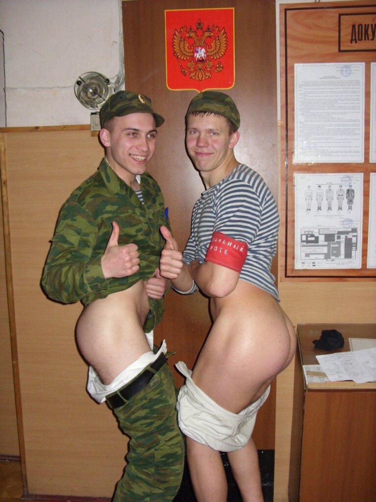 Военные парни геи