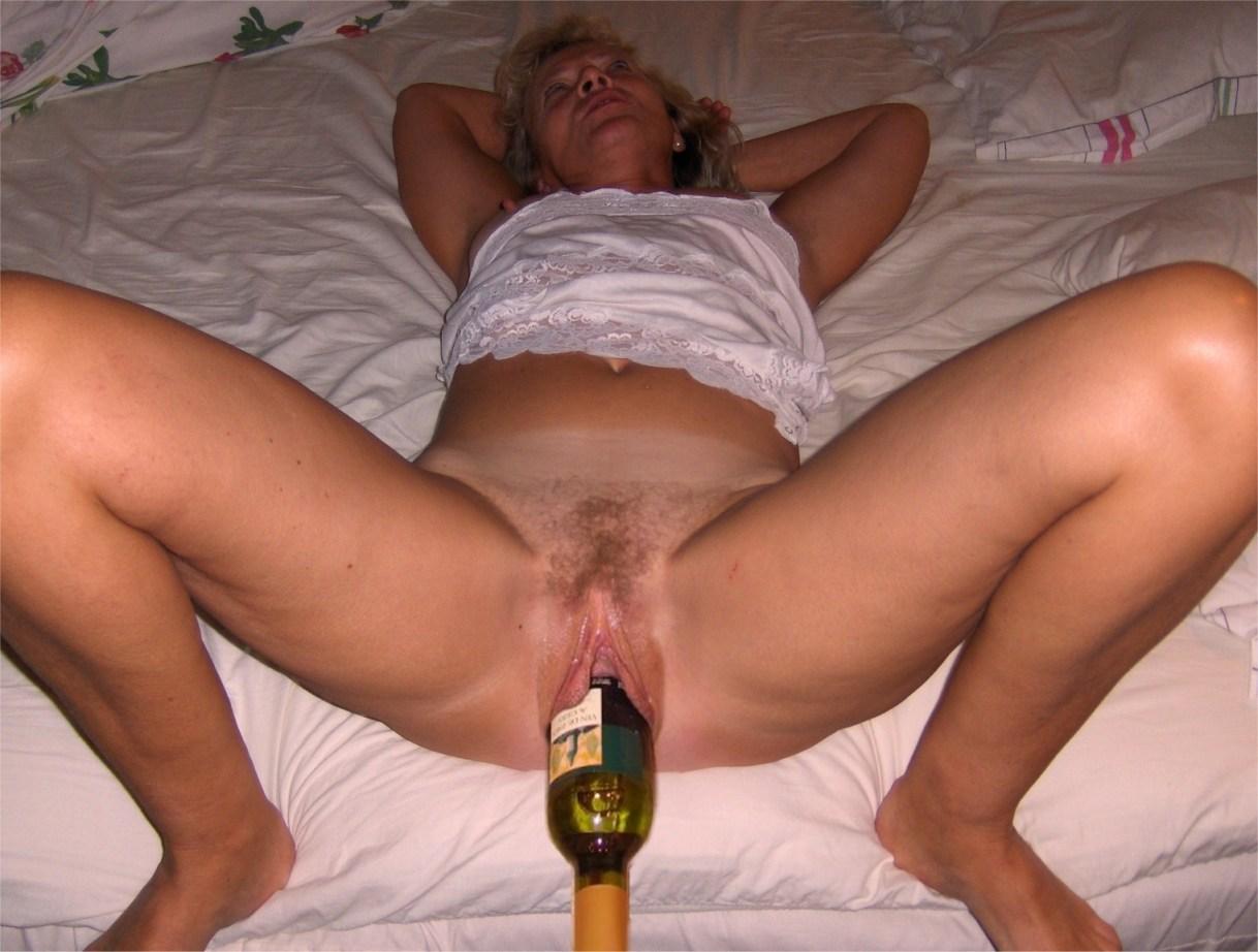 Парня парнем порно фото голых блядей с бутылкой в пизде кончают