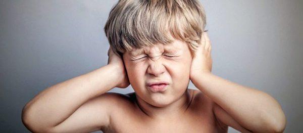 У ребенка болит ушко чем помочь Боли у ребенка