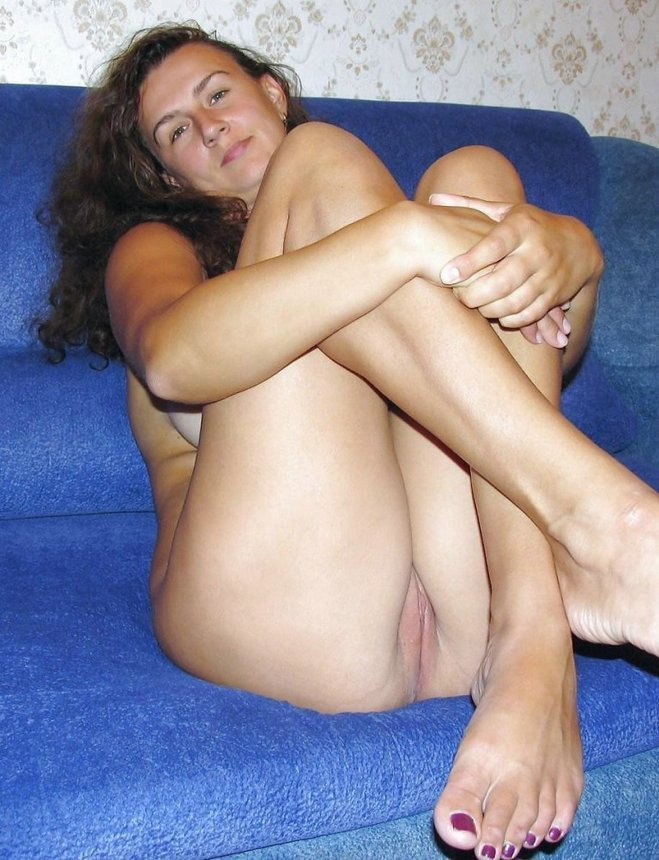 Thumbs free pic brunette