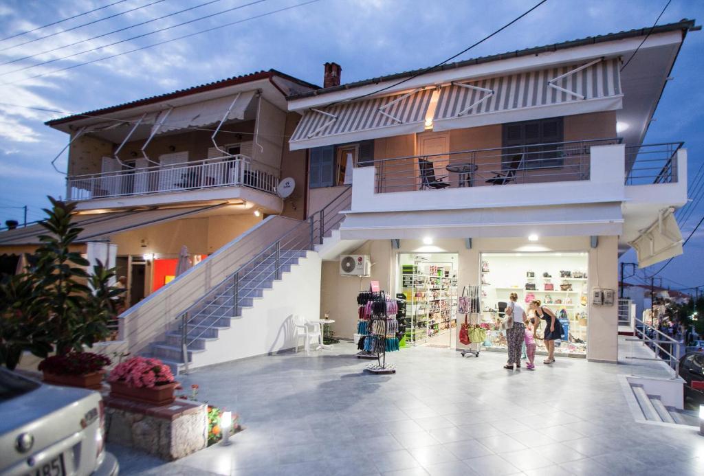 Остров Полихроно апартаменты у моря недорого