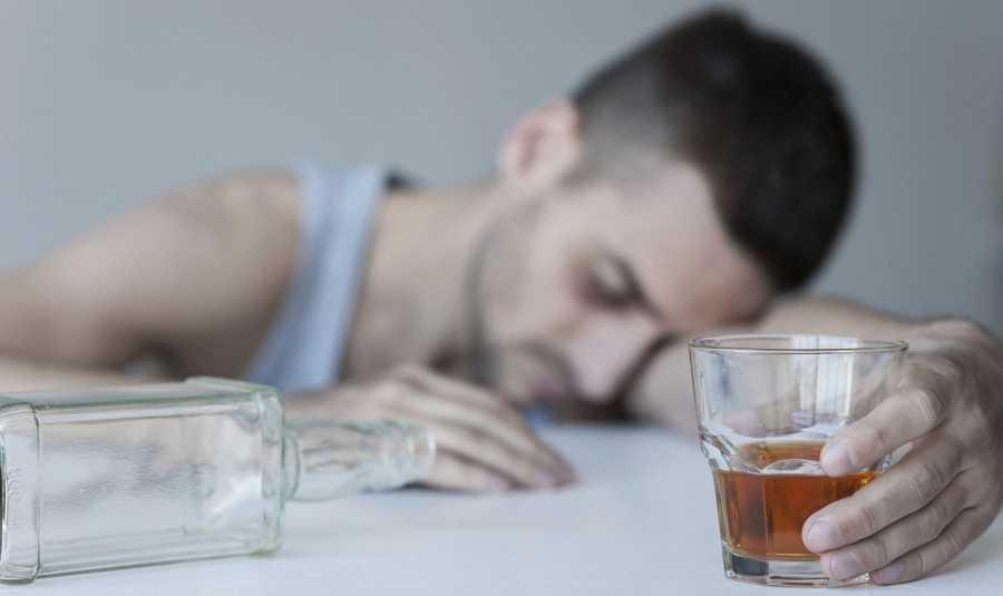 Как лечит алкоголизм народным методом