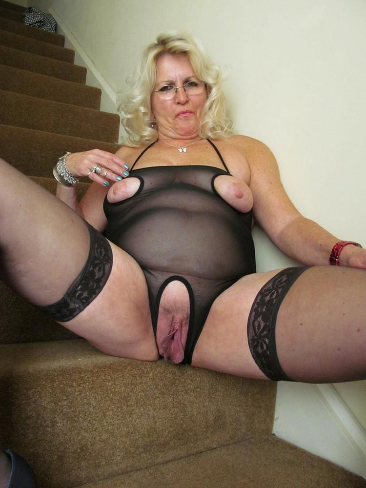 Bondage in rope woman