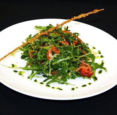 Рецепт Салат сблинчиком ислабосоленым лососем